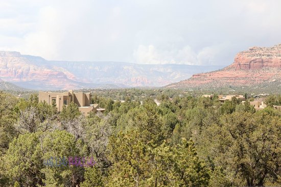 Sedona Summit Resort : view from patio. Slide Fire in the background.