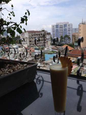 Duc Vuong Hotel: Beverage and a view!
