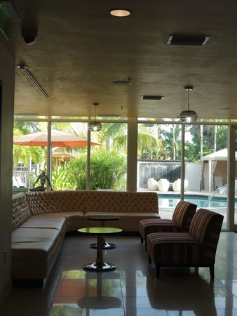 Hotel Urbano: Lobby view toward pool