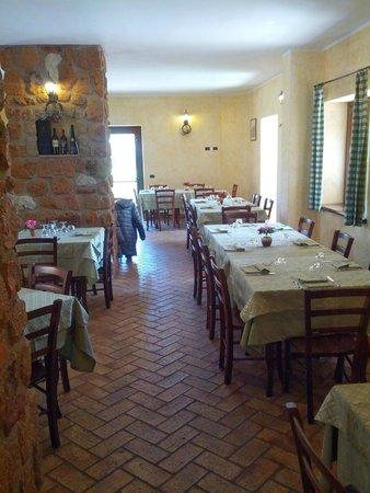 Agriturismo La Rocca dei Briganti: La sala più piccola