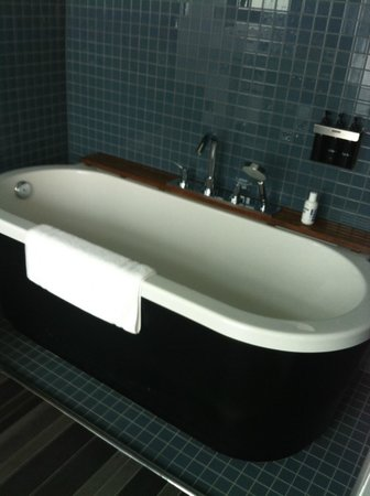 The Standard, East Village : Ask for a bathtub in your room!  Made for TALL people who enjoy baths