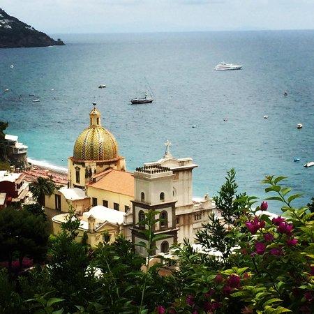 Positano Art Hotel Pasitea: Vista de Positano, ao descer a Via Pasitea... Maravilhoso!