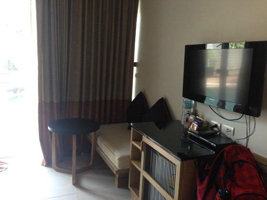 The Small, Krabi: Sofa/TV area