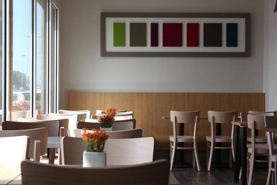 B&B Hotel La Rochelle Centre : Salle petit-déjeuner