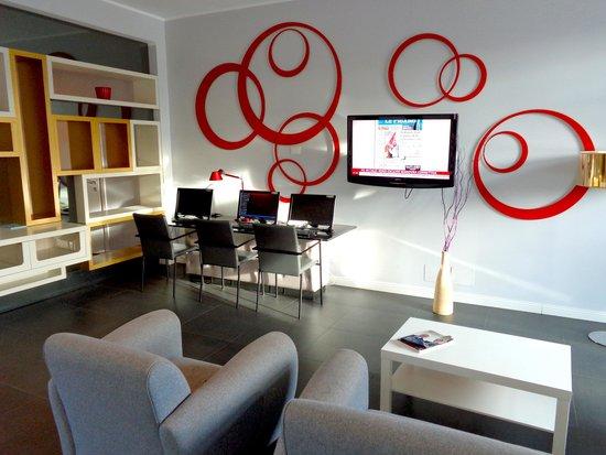 Idea Hotel Plus Milano Malpensa Airport: the business corner at the lobby