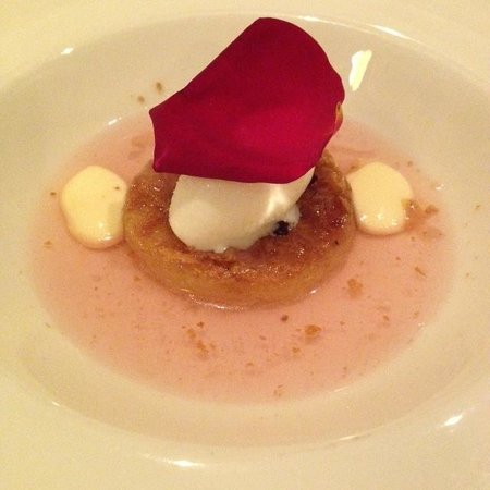 Restaurant Montiel: Roses for dessert? Si!! This was the biggest surprise of the night. Now I salivate when I see ro