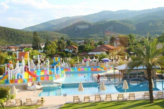 Cronwell Platamon Resort: Kids aqua park