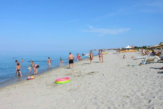 Cronwell Platamon Resort: Beach
