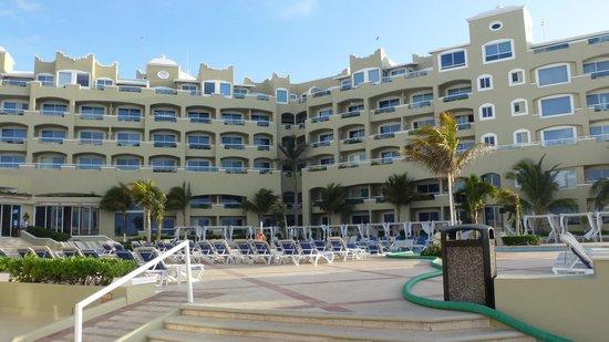 Gran Caribe Resort: taken from the pool