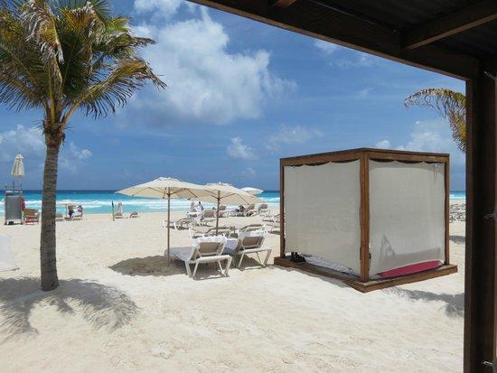 Le Blanc Spa Resort: Cabana on the beach