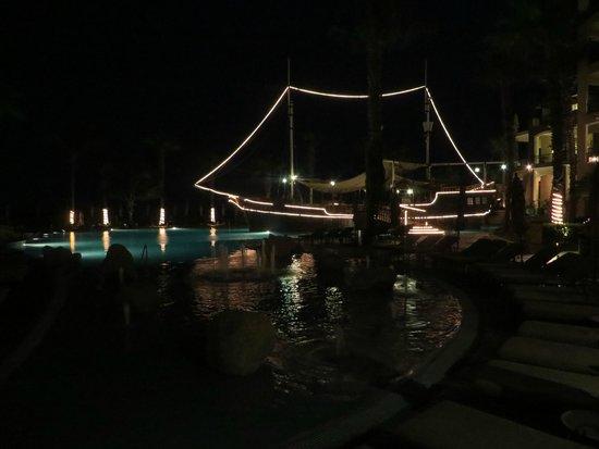 Villa del Arco Beach Resort & Spa: NIght shot