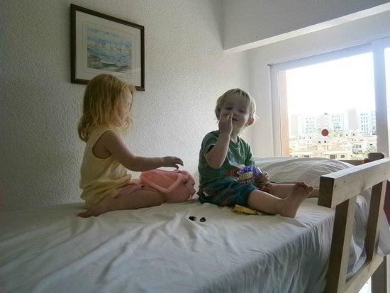 HSM Canarios Park: kids beds