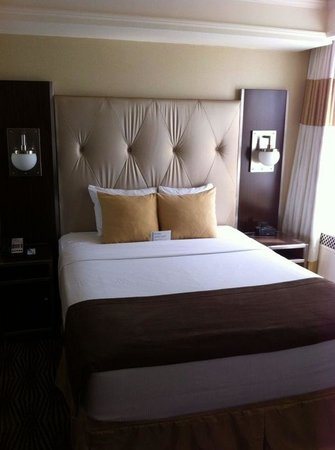 The New Yorker A Wyndham Hotel: Bequemes Bett