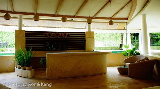 Mercure Koh Chang Hideaway Hotel: บาร์น้ำ+ทีนั่งเล่น