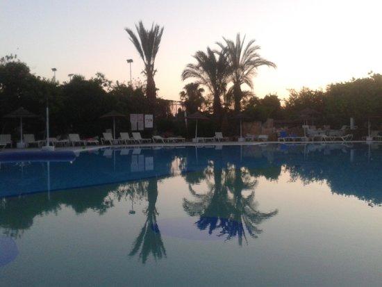 Paphos Gardens Holiday Resort: Swimming pool