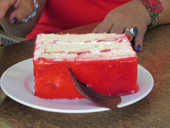 Doruk Pastanesi: My friend had a strawberry cake