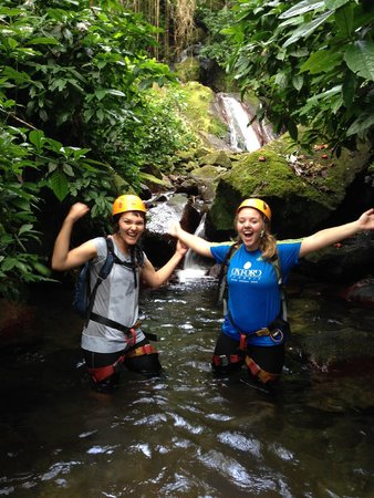 Rocaliza Adventure Tours : Hiking right up stream!