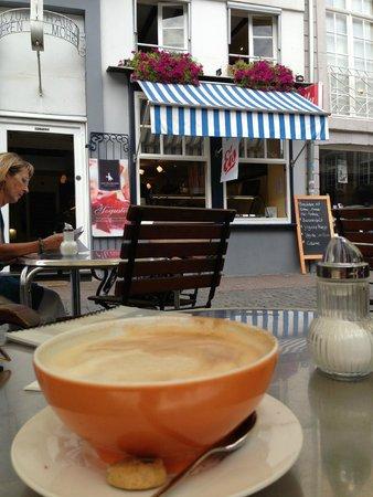 Cafe zum Mohren: Draußen vor dem Cafe