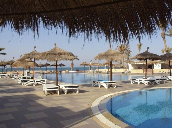 El Mouradi Djerba Menzel : The pool area in the morning.