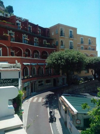 Hotel La Bougainville: vista corso Positano