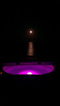 Mel Beach Hotel & Spa: Whirlpool auf der Dachterrasse
