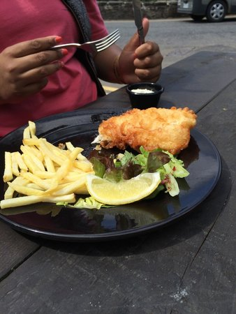 The Falls of Dochart Inn: Fish and chips