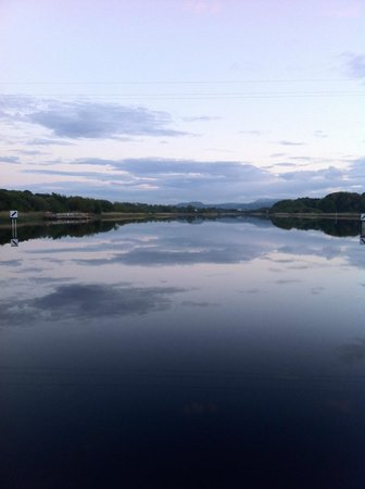Killyhevlin Lakeside Hotel & Lodges: The evening after the wedding viewed from within the grounds