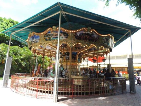 Bayfront Park : Bayside's merry-g0-round