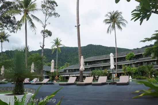 Mercure Koh Chang Hideaway Hotel: บริเวณรอบๆสระน้ำ