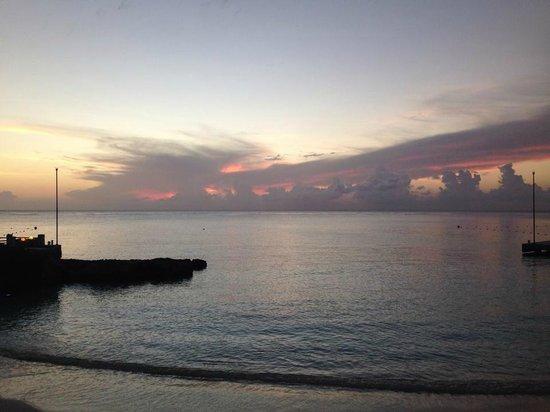 Presidente Inter-Continental Cozumel Resort & Spa : Sunset on the beach