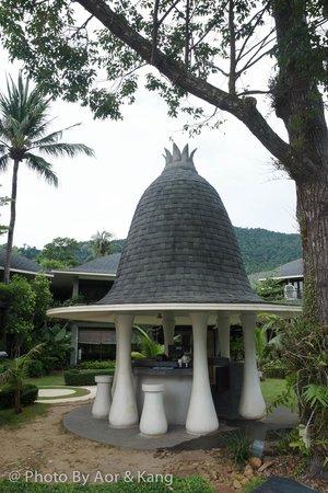Mercure Koh Chang Hideaway Hotel: ที่ผสมเครื่องดื่มข้างสระน้ำ