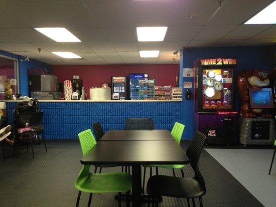 Galaxy Fun Orlando: Snack bar