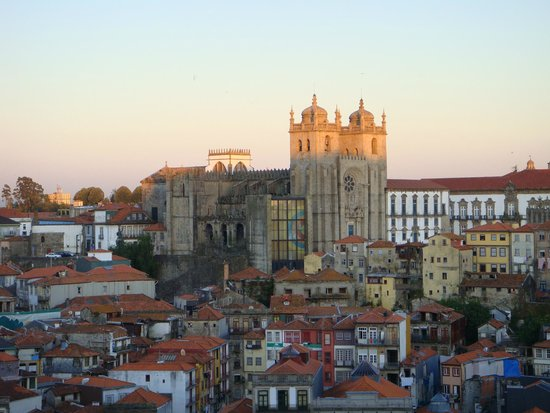 Casa dos Caldeireiros : View of the Cathedral at sunset