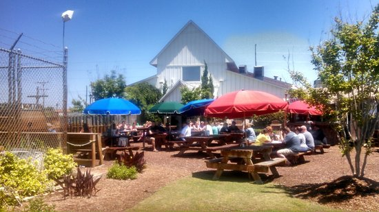 Outer Banks Brewing Station : Backyard Beer Garden