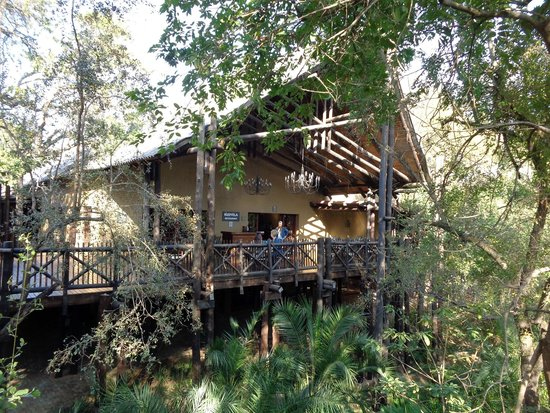Protea Hotel by Marriott Kruger Gate : Beautifully appointed grounds along the Sabie River