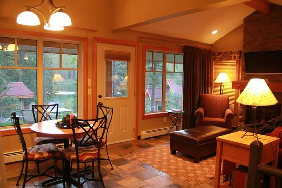 Patricia Lake Bungalows Resort: Spruce unit