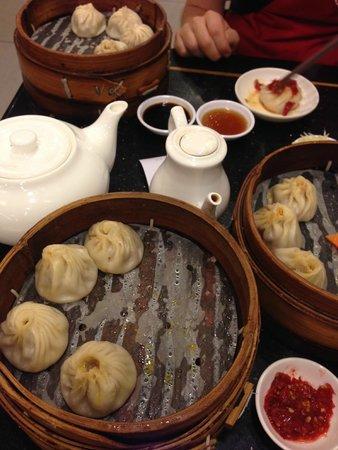 Nanxiang Mantou Dian (YuYuan) : Pork, Pork & Crab, and Spicy Pork & Crab