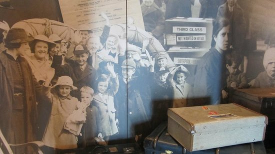 Canadian Museum of Immigration at Pier 21: Forventningsfulde mennesker