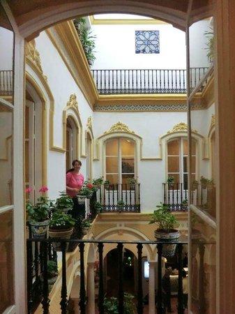 Hotel Abanico Sevilla: Overlooking central atrium