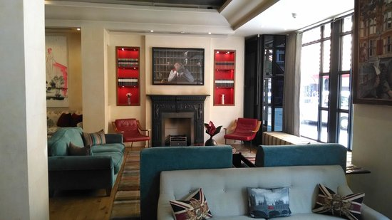Sloane Square Hotel: Front Lobby- Very Sharp!