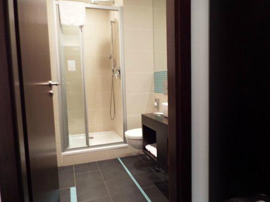 Red & Blue: Banheiro bom tamanho