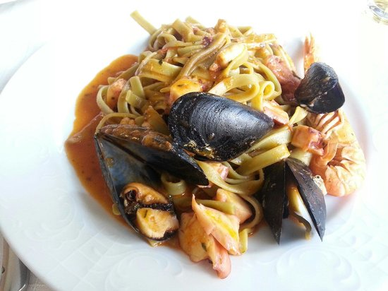 Trattoria Tinel : Green pasta with seafood