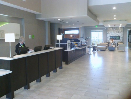 Holiday Inn Austin Airport : Check in Hotel Lobby area