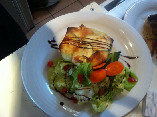 Montreuil, France: Croustillant de saumon