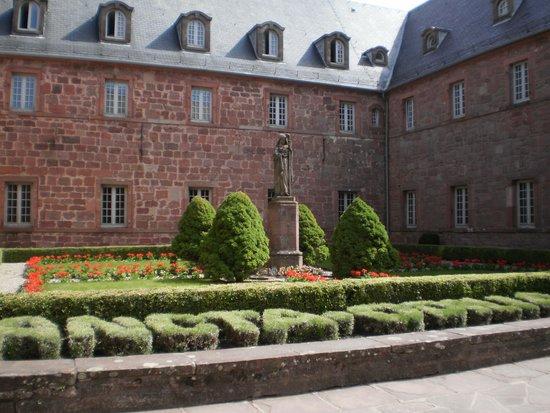 Mont Sainte Odile Convent: La statua di S. Odile
