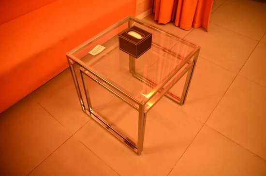 60 West Hotel: sofa table
