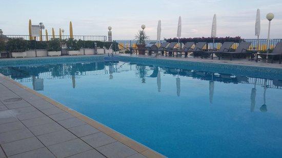 Hotel Victoria Frontemre: piscina riscaldata