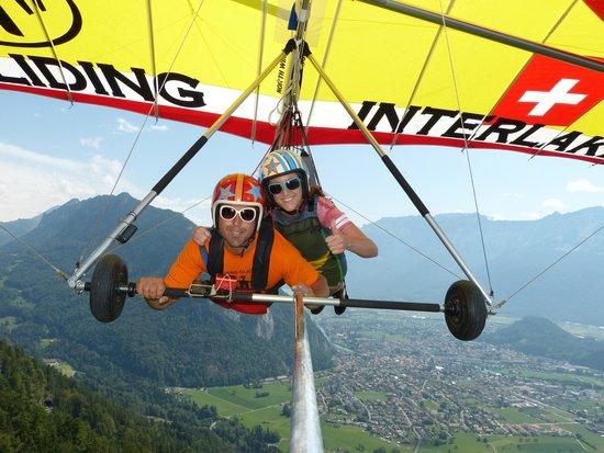 Hang Gliding Interlaken : And were off!!