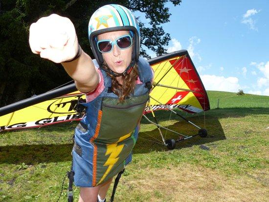Hang Gliding Interlaken : Fun poses with the crew