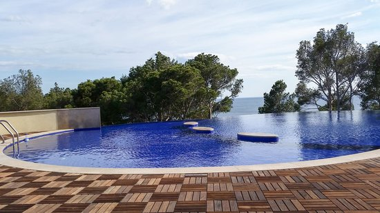 Crimea Breeze Residence: The Pool